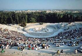 Il teatro greco a Siracusa: immagine da virgiliosiracusa.myblog.it